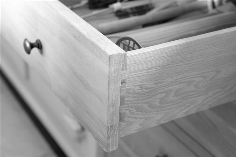 3 Beautifully crafted soft close drawers with dovetails joints