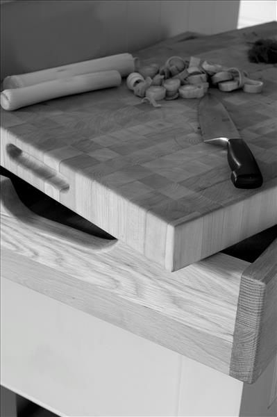 2 Perfectly crafted maple worktop, the premium wood for chopping blocks
