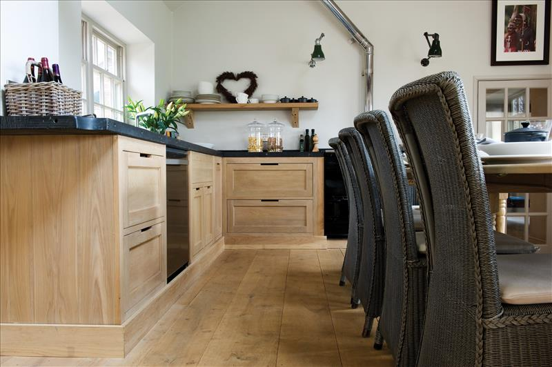 8 A contemporary twist on the traditional Henley oak kitchen, still using traditional joinery techniques
